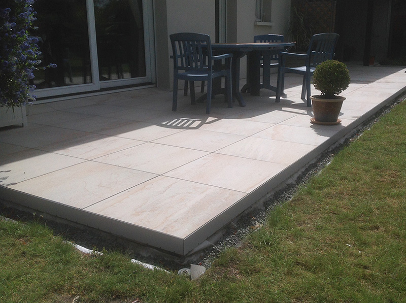 Carrelage design carrelage sur plots moderne design for Pose carrelage terrasse sur plots