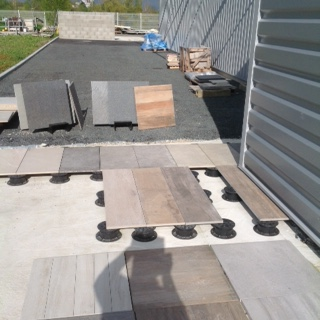 Les terrasses sur plots angers pineau carrelage for Pose carrelage sur plots