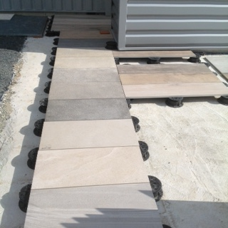 Les terrasses sur plots angers pineau carrelage for Pose carrelage terrasse sur plots